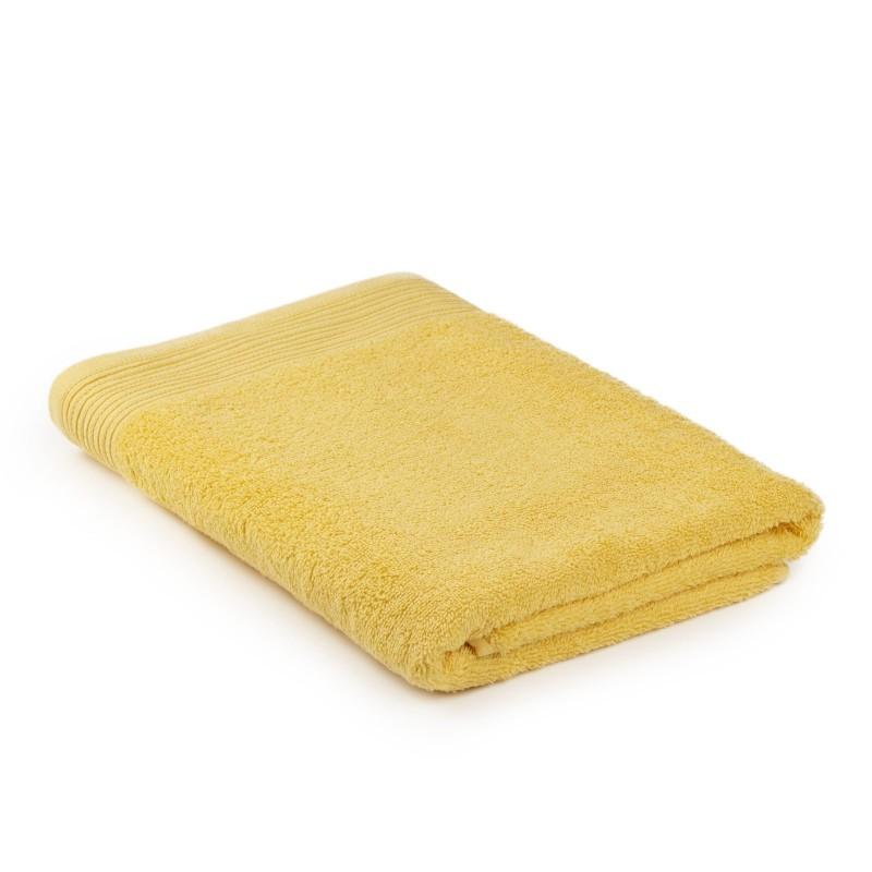 Osjetite raskošnu udobnost u kupaonici! Kvalitetan ručnik Prima od pamučnog frotira je izdržljiv, mekan, upijajući i brzo se suši. Klasičan jednobojni ručnik. Ručnik je periv na 60 °C.