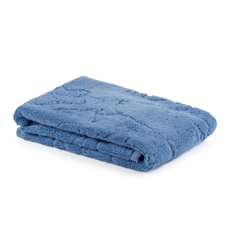 Kvalitetan Prima kupaonski tepih od pamučnog frotira je izdržljiv, mekan, brzo upija i brzo se suši. Udoban za vaše noge i hodanje s bosim nogama. Klasičan jednobojni tepih obogaćuje prekrasan žakard uzorak. Kupaonski tepih je periv na 60 °C.
