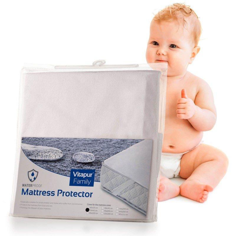 Vodonepropusna zaštita za dječji madrac Baby Protect učinkovito štiti madrac od mrlja i vlage.Učinkovito štiti dječji madrac i produžuje njegov životi vijek. Vodonepropusna zaštitna navlaka za madrac ne propušta tekućinu, a istovremeno mikropore propuštaju vodenu paru i zrak, pa se u vašem dječjem madracu neće nakupljati vlaga, jer tkanina propušta zrak i diše. Zaštita ima izdržljive elastične trake na rubovima, što čini brzo i jednostavno za postavljanje. Zaštita je periva u cijelosti na 60 ° C.