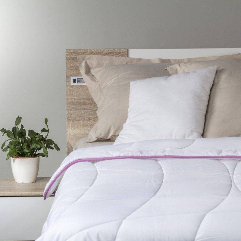Cjelogodišnji pokrivač Vitapur Lavender Provance za udobnost tijekom cijele godine. Kvalitetna mikrovlakna ClimaFill u punjenju za dodatnu mekoću i volumen te prozračnost pokrivača. Pokrivač tako omogućuje udobniji san u suhom okruženju. Esencija s lavandom za dodatnu udobnost i smirujući učinak te miran san. Pokrivač je u cijelosti periv na 60 °C.