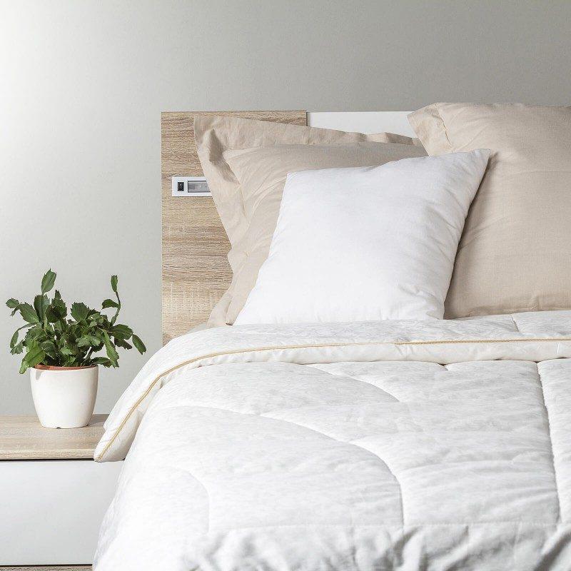 Cjelogodišnji svileni pokrivač Royal Sleep Diana tijekom cijele godine oduševit će vas udobnošću najbolje svile tijekom cijele godine. Svileni pokrivač savršen je izbor za sve koji cijene prirodne materijale. Prirodna mulberry svila u pokrivaču diše s vama i ima izvrsne sposobnosti kontrole temperature, pružajući tako ugodan san i luksuznu udobnost. Pokrivač se u cijelosti može prati na 30 ° C.