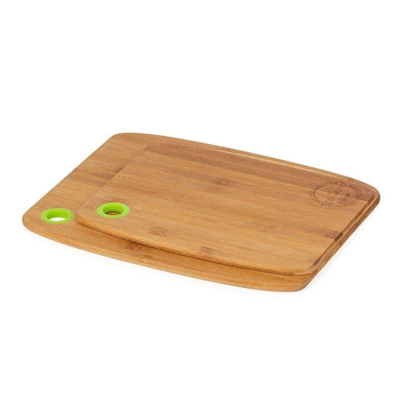 2-dijelni set bambusovih daski Rosmarino. Neophodne za upotrebu u kuhinji. Daske su izrađene od prirodnog bambusovog drveta koje je zbog svoje trajnosti sve popularnije u kućanstvu. Drvo bambusa smatra se vrlo izdržljivim, čvrstim materijalom s dugim vijekom trajanja. Bambusove drvene daske jako su lagane, izdržljive, prikladne za rezanje razne vrste namirnica. Na rubu daske nalazi se rupa s izdržljivim plastičnim rubom koji olakšava nošenje i skladištenje. Operite daske pod mlazom vode i obrišite suhom krpom.