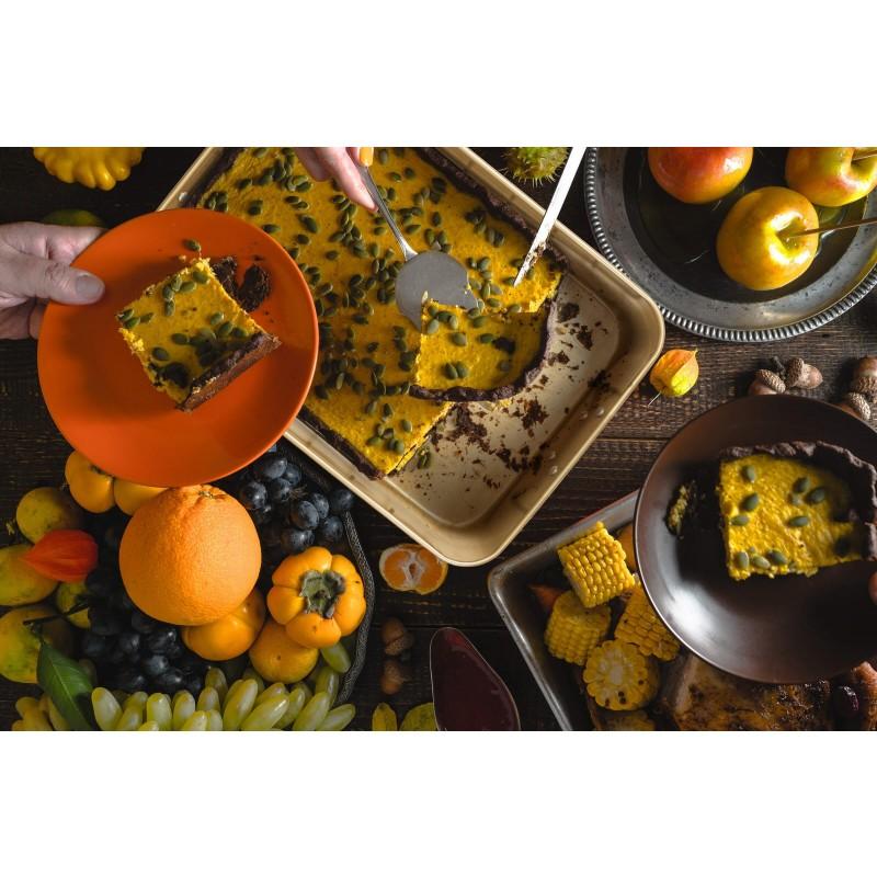 Pekač Rosmarino Baker Gold prvenstveno je namijenjen pečenju mesa, krumpira i drugih namirnica po želji. Efektom vrućeg kamena omogućuje pripremu hrane na posve prirodan način. Pekač s mrežicom dimenzija 40 x 28 x 8 cm.