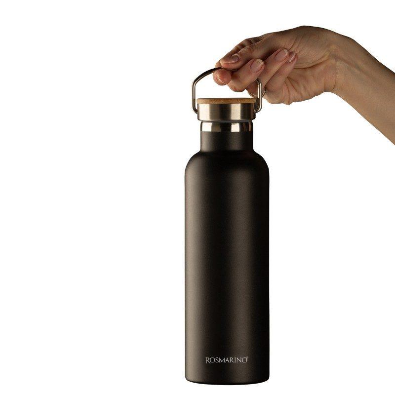 Visokokvalitetna vakuumska termosica od nehrđajućeg čelika, ne veže na sebe miris ili okus. Ima dvostruko izoliranu stijenku tako da čuva tekućinu hladnom 24 sata i toplom 12 sati. Moderno dizajnirana termosica ima poseban premaz za lakše prianjanje. Eleganciju joj daje poklopac od bambusa.