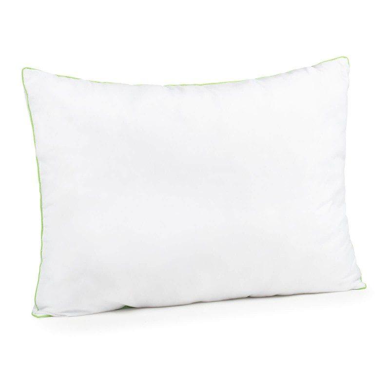 Klasični Aloe Vera Evergreen jastuk oduševit će vas svojom univerzalnošću jer je primjeren za sve položaje spavanja i zbog svoje mekoće moguće ga je preklopiti u oblik koji vam odgovara. Navlaka jastuka sadrži Aloe Veru za umirujući osjećaj dok spavate.