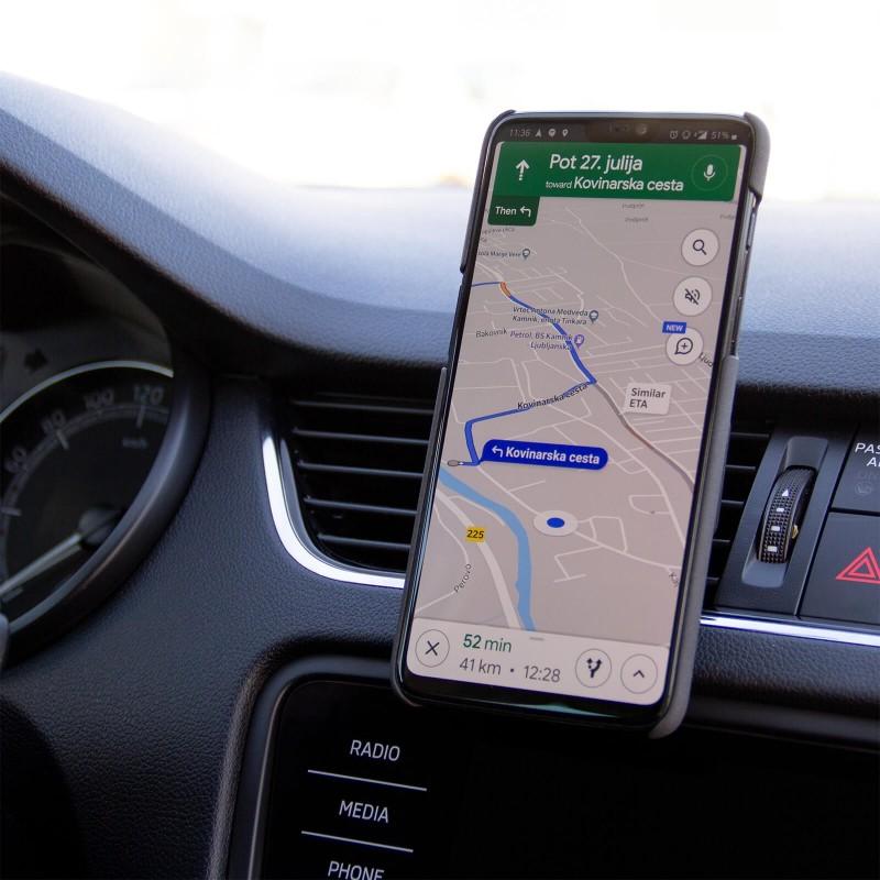Automobilski magnetni držač za telefon Magnet Air Vent sa 6 magneta telefon čvrsto drži na mjestu, čak i za vrijeme vožnje. Držač jednostavno namjestite na ventilacijski prorez, jer se može zakretati za 360 stupnjeva, što vam omogućuje gledanje telefona okomito i vodoravno. Nudi vašem uređaju potpunu stabilnost, čak i na teškim terenima. Pogodno za telefone svih marki i veličina.