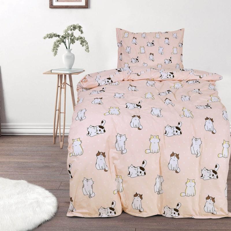 Vrijeme je za miran i udoban san vaših najmlađih! Pamučna posteljina sa zanimljivim dječjim motivom koji će zasigurno oduševiti djecu i odvesti ih u čudesnu zemlju snova. Posteljina Pretty Cats od renforce platna, mekane tkanine, jednostavne za održavanje. Posteljina je periva na 40 C°.