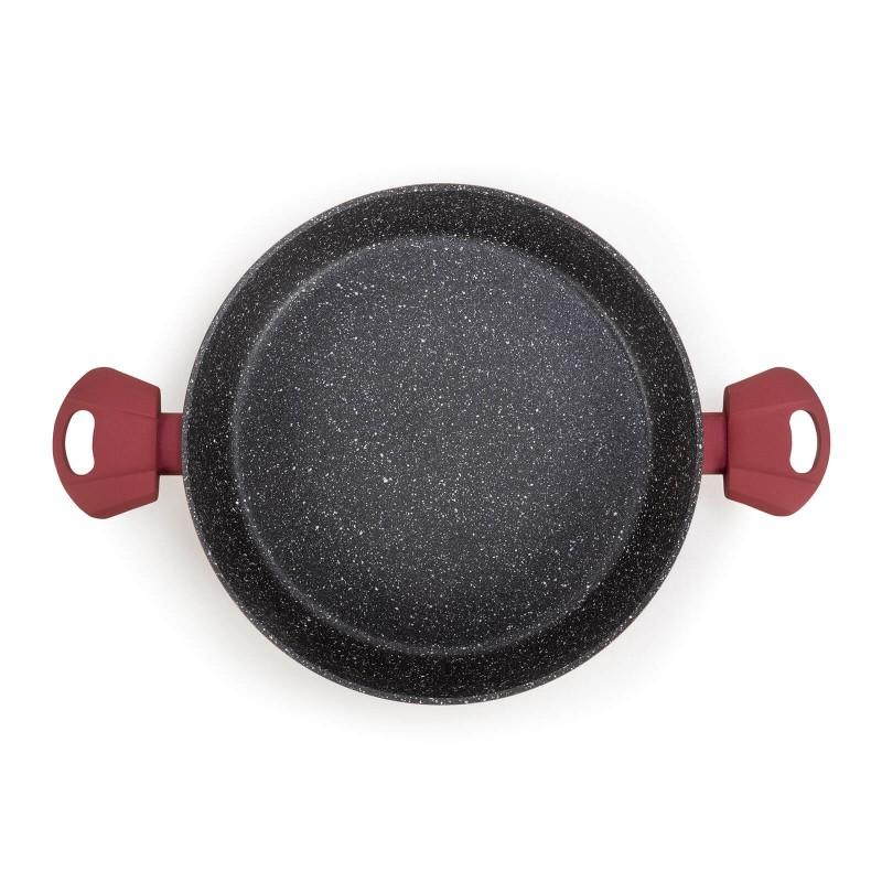 Tava s dvije ručke Lava Stone Grape promjera 28 cm uvrštava se u rang premium posuđa sa inovativnim i tehnološki dovršenim mineralnim premazom. Neprianjajući mineralni premaz u izgledu vulkanskog kamenja omogućuje prirodan način kuhanja i pečenja s minimalno masnoća. Hrana zadržava sve hranjive tvari i vitamine koje naše tijelo treba za zdravi život. Vok je primjeren za sve površine za kuhanje i indukciju. Jednostavno se održava i pere u perilici posuđa, zahvaljujući hrapavom premazom i sa vanjske strane posuđa. Svo posuđe iz linije Lava Stone Grape karakterizira višeslojni sastav koji jamči dugi životni vijek te visoki stupanj otpornosti i izdržljivosti posuđa.