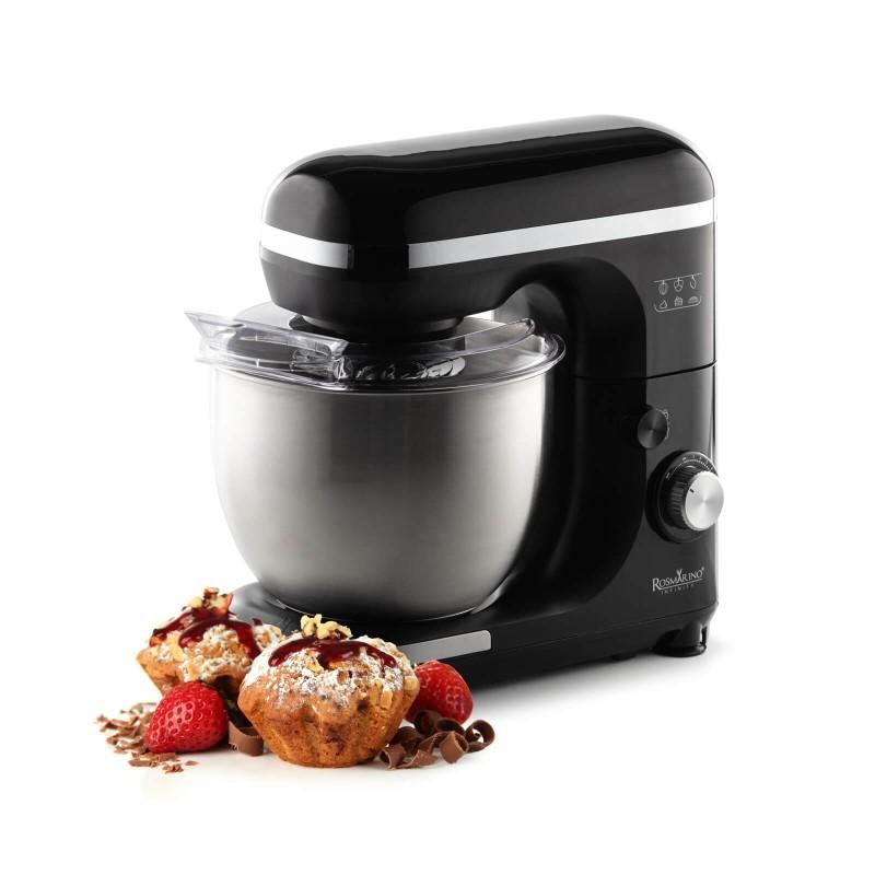 Kuhanje nikada nije bilo jednostavnije. Prepustite se čarima profesionalnog kuhinjskog robota Rosmarino Infinity. Kuhinjski robot ima izvrstan kapacitet motora od 1000 W i višesmjerno kretanje metlica za profesionalno miješanje sastojaka. Višenamjenski aparat sa 7 različitih brzina i dodatnom pulsnom funkcijom postat će nezaobilazno pomagalo u pečenju raznih slastica, pripremi kruha i tijesta za pizzu ili drugih sastojaka pri kuhanju. 3 uključena nastavka - metlica za miješanje, metlica za tučenje i kuka za gnječenje koje je izuzetno jednostavno promijeniti, pobrinut će se za profesionalnu pripremu. Zahvaljujući čeličnoj posudi zapremine 5500 ml lako ćete izmjeriti sve željene sastojke. Elegantan dizajn u crnoj boji s inox detaljima uljepšat će svaku modernu kuhinju i postati vaš X faktor na kuhinjskom pultu. Kuhinjski robot izuzetno je izdržljiv i dugo će služiti sljedećim generacijama.
