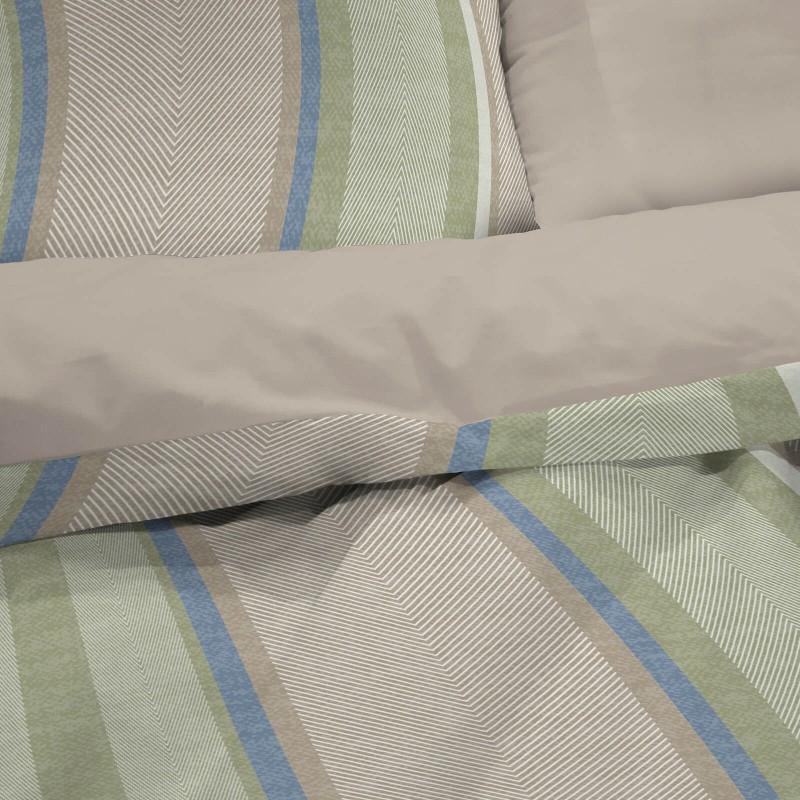 Vrijeme je za potpuno uživanje u modernim pamučnim posteljinama! Posteljina Harring Bone od mekanog pamučnog satena, koji je satkan od visokokvalitetnog, tankog tkanja. Posteljina od satena je prekrasan ukras vaše spavaće sobe, a u isto vrijeme odličan izbor za udoban i ugodan san. Posteljina je periva na 40 °C.