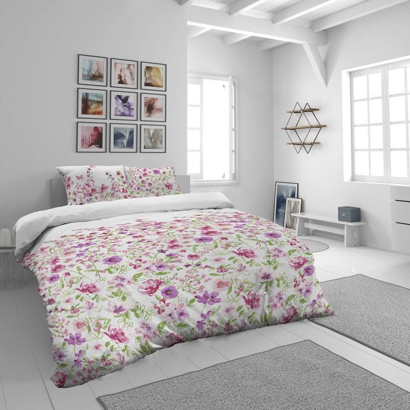 Vrijeme je za potpuno uživanje u modernim pamučnim posteljinama! Posteljina Pink Flowers od mekanog pamučnog satena, koji je satkan od visokokvalitetnog, tankog tkanja. Posteljina od satena je prekrasan ukras vaše spavaće sobe, a u isto vrijeme odličan izbor za udoban i ugodan san. Posteljina je periva na 40 °C.