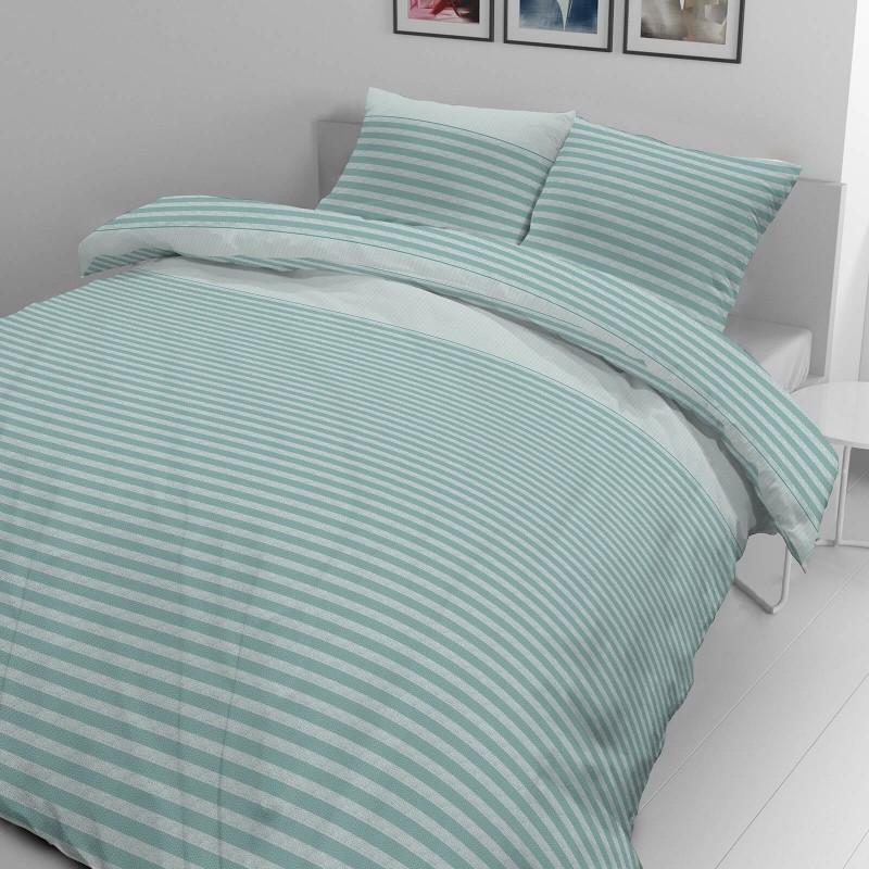 Vrijeme je za potpuno uživanje u modernim pamučnim posteljinama! Posteljina Lila od mekanog pamučnog satena koji je satkan od visokokvalitetnog, tankog tkanja. Posteljina od satena je prekrasan ukras vaše spavaće sobe, a u isto vrijeme odličan izbor za udoban i ugodan san. Posteljina je periva na 40 °C.