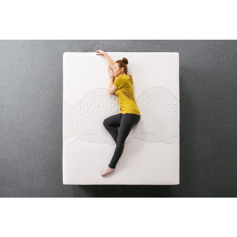 Inovativni hibridni madrac Hitex ZEN 24 visok je 24 cm i svojim sastavom pruža jedinstven doživljaj spavanja. Izdržljiva poliuretanska pjena, otporna memorijska pjena i perforirana struktura od lateksa sinonim su za savršen san. Svestrani ZEN madrac primjeren je za različite položaje spavanja i osobe drugačije tjelesne konstitucije i navike spavanja. Navlaka madraca je odvojiva i može se prati na 40 ° C.