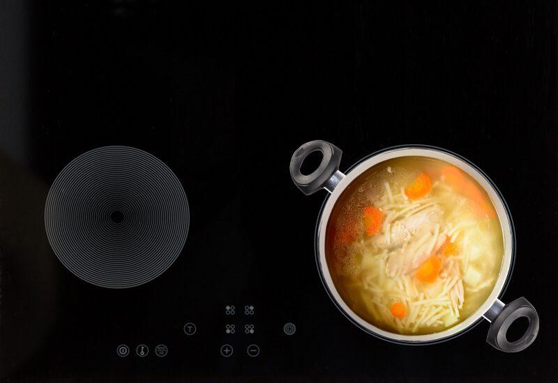 Primjeren za kuhanje na svim površinama, uključujući i indukciju